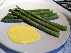 Asperges vertes sauce mousseline
