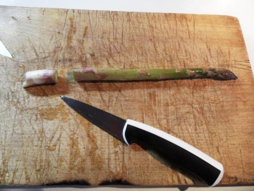 Couper le talon de l'asperges