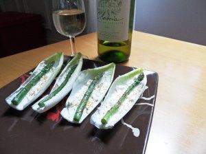 Tapas aux asperges et au poivrons grillés sur une tranche de pain (cliquez sur l'image pour l'agrandir)